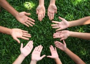 open-hands-circle